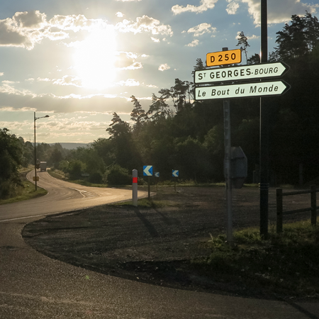 À la sortie de Saint-Flour : invitation immédiate à faire un détour…
