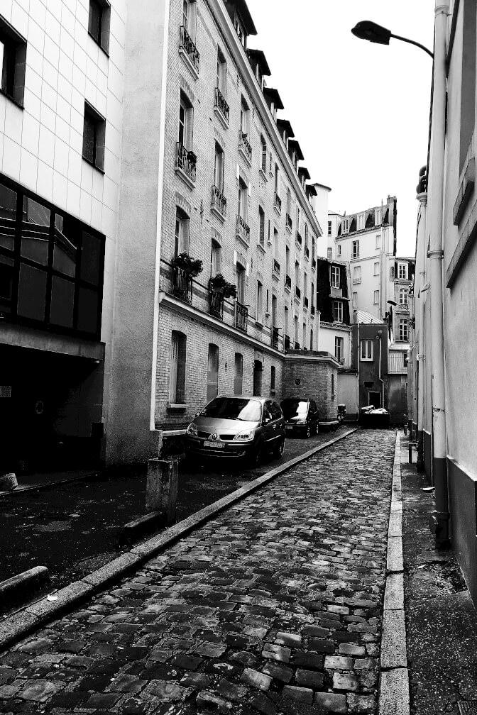 Paris, impasse du côté de l'avenue Montaigne